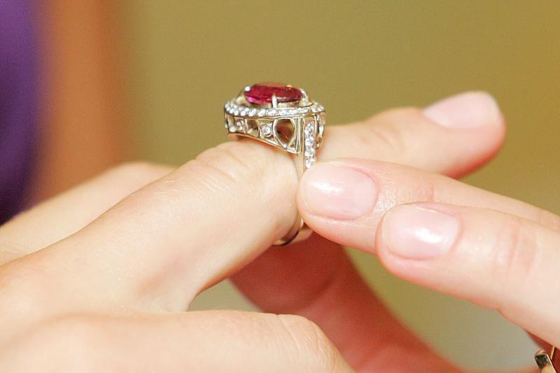 Kaunietė pasigedo 10 tūkst. litų vertės žiedo su deimantais