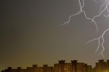Žaibuojančioje sostinėje nelaimių išvengta