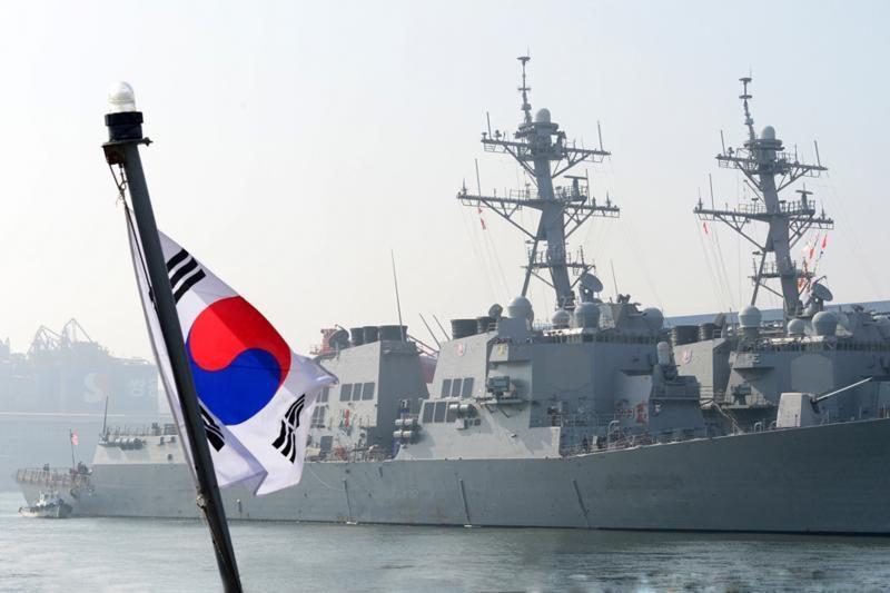 JAV prie Pietų Korėjos krantų dislokavo eskadrinį minininką
