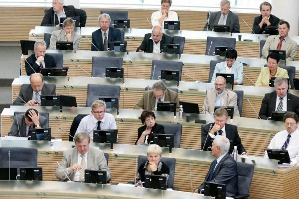 Parlamentarai nebegalės balsuoti už kolegas
