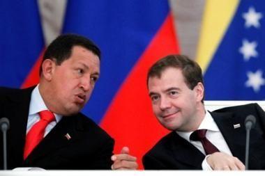 Hugo Chavezas raudona