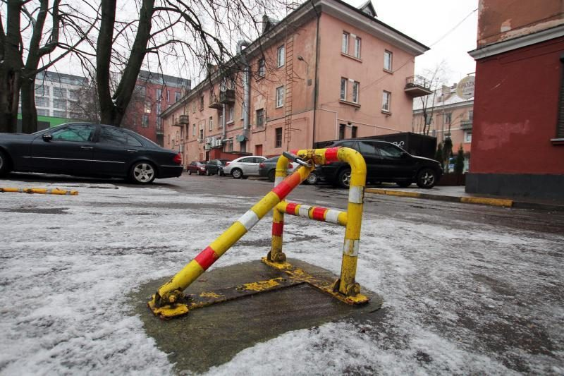 Klaipėdos politikai susirūpino automobilių stovėjimo vietų užraktais