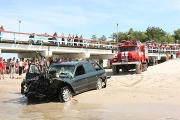 Palangoje nuo tilto į jūrą įkrito automobilis (dar papildyta)