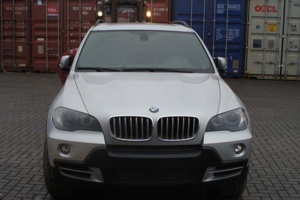 """Klaipėdoje muitininkai sulaikė vogtą """"BMW X5"""""""