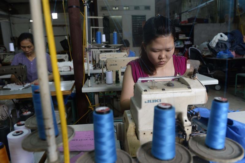 Azijos siuvimo fabrikuose masiškai išnaudojami žmonės