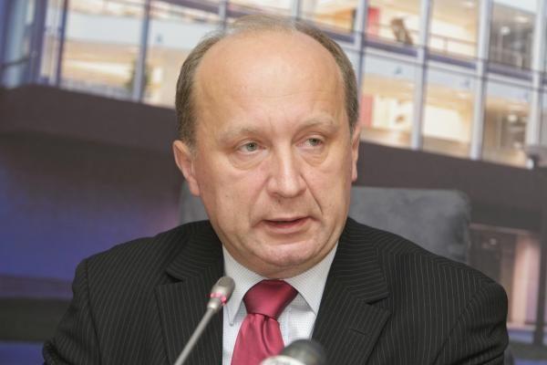 Opozicija rudenį ketina reikšti nepasitikėjimą pirmajam Seimo vicepirmininkui V. Gapšiui
