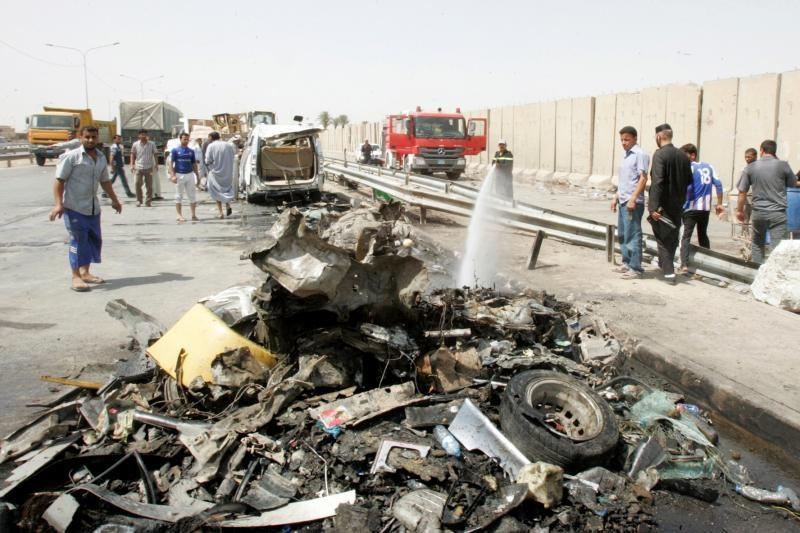 Irake per užminuotų automobilių sprogdinimus žuvo mažiausiai 17 žmonių