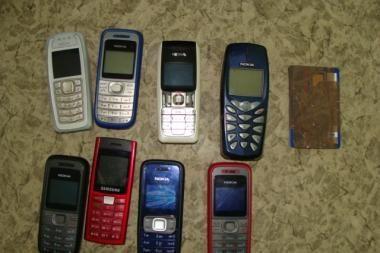 Vyriausybė parduos nusidėvėjusius valytojų chalatus, telefonus