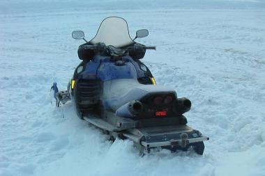 Rusai Kuršių mariose sniego motociklu neteisėtai kirto sieną