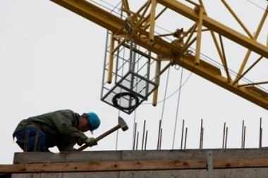 Statybos darbų sumažėjo dvigubai, investicijos į NT sumenko trečdaliu