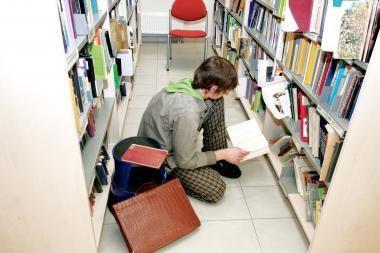 Knygų bibliotekai negrąžinę skaitytojai turės reikalų su skolų išieškotojais