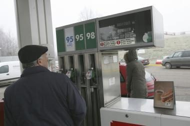 Rusijos benzino gamintojai kainas spalį kilstelėjo 0,4 proc., nuo metų pradžios - penktadaliu