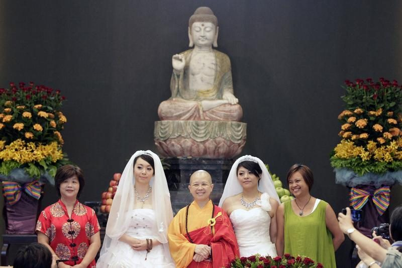 Taivane pagal budistų papročius pirmąkart susituokė dvi moterys