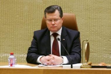 Dėl mašinų nuomos aiškinsis 11 parlamentarų ir du ministrai