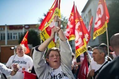 Prancūzija: nepaisant protestų, pensijų reforma įvyks