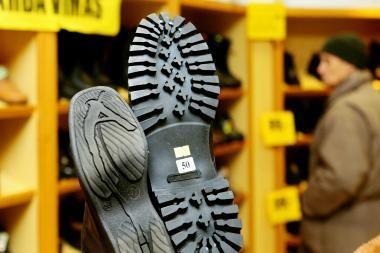 Anglijoje apsiauti dėvėtus batus atsisakęs lietuvis pateko už grotų