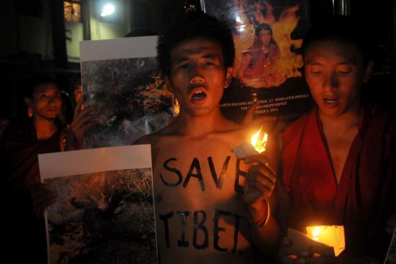 Kinijoje save padegė keturi tibetiečiai