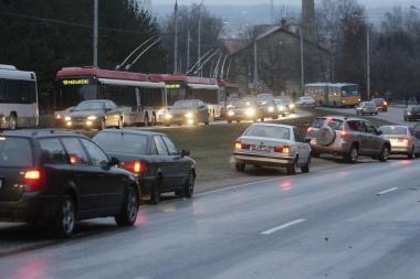 Ekonominis sunkmetis pakeitė vairuotojų įpročius
