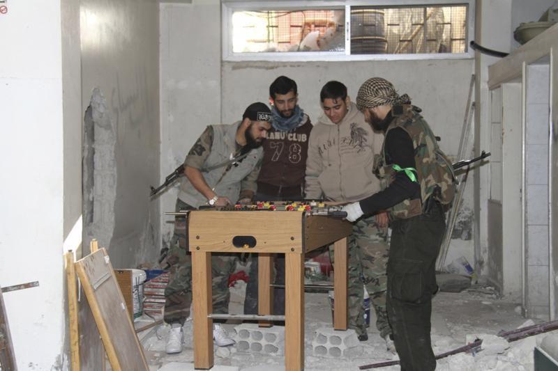 Šimtai kovotojų, plūstančių į Siriją, kelia pavojų ES