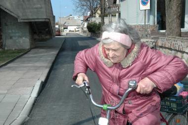 Pensininkus nori pakelti nuo valdiškų kėdžių
