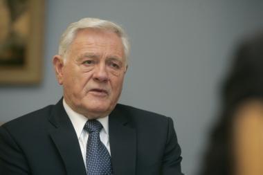 V.Adamkus - už aktyvesnį bendradarbiavimą su Azerbaidžanu