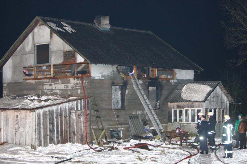 Ilgąjį savaitgalį Lietuvoje kilo per 200 gaisrų, žuvo šeši žmonės