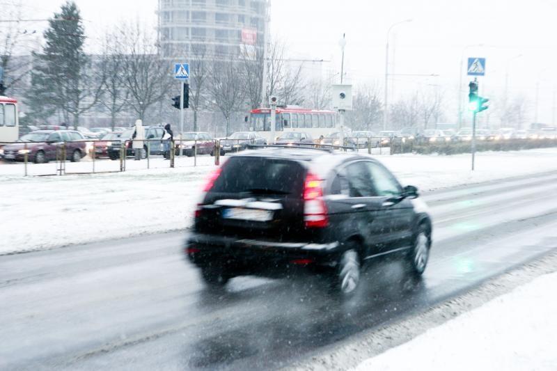 Naktį ir rytą eismo sąlygos bus sudėtingesnės, galimas plikledis