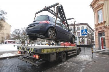 Šalčių metu dukart padaugėja draudžiamųjų įvykių dėl neatsargaus automobilių tempimo