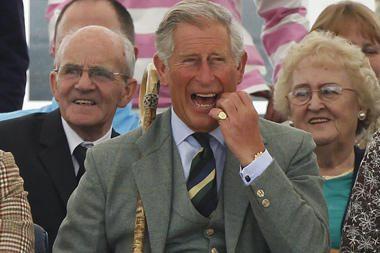 Princas Čarlzas ragino britus nesimaudyti vonioje