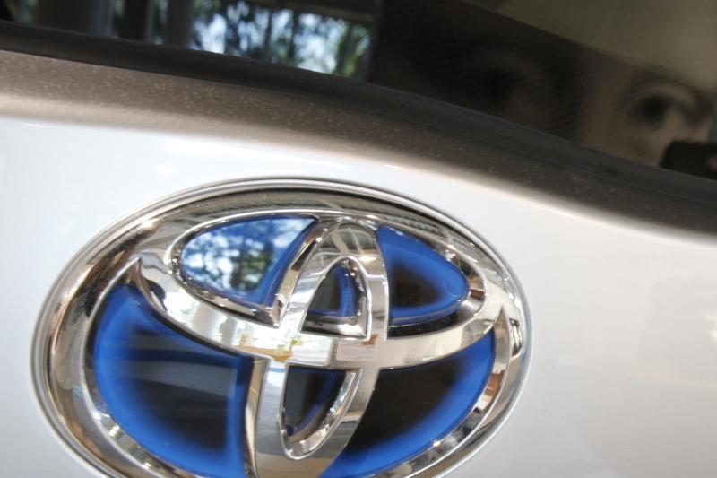 """""""Toyota"""" savo automobiliuose krauti telefonus siūlys bevieliu būdu"""