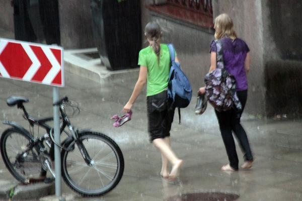 Savaitgalis bus lietingas, bet šiltas