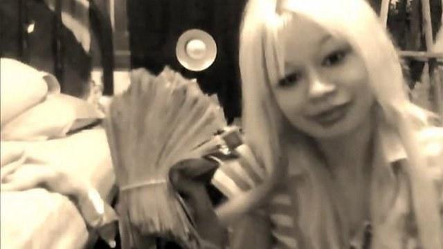 Spėkite, kas nutiko blondinei, kuri  pasigyrė apiplėšusi banką?