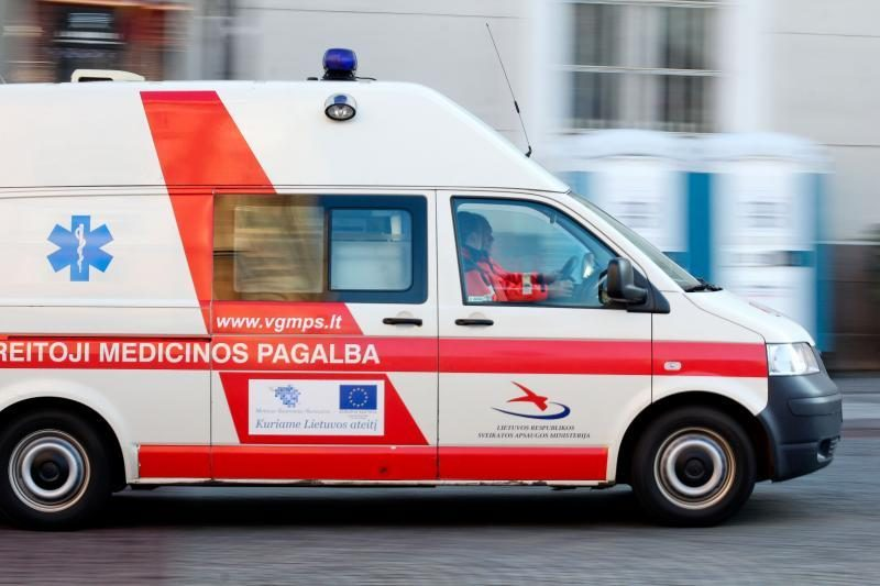 Panevėžyje į avariją pateko greitosios pagalbos automobilis