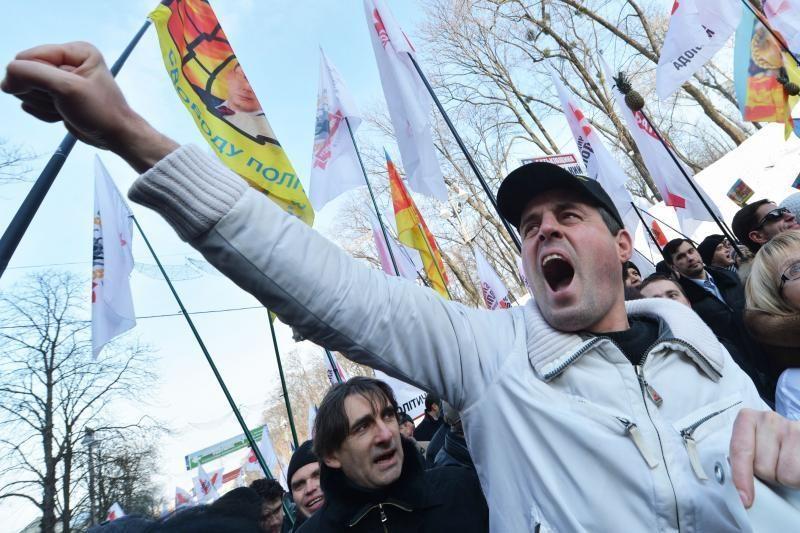 """Ukrainoje tūkstančiai žmonių protestuoja prieš """"politines represijas"""""""
