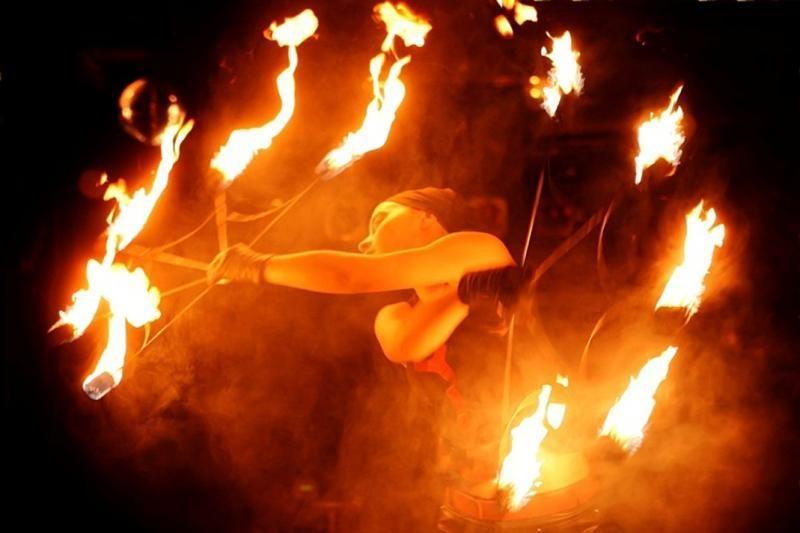 """Gatvės cirko festivalyje """"Stebuklų šalis"""" – tapyba ugnimi"""