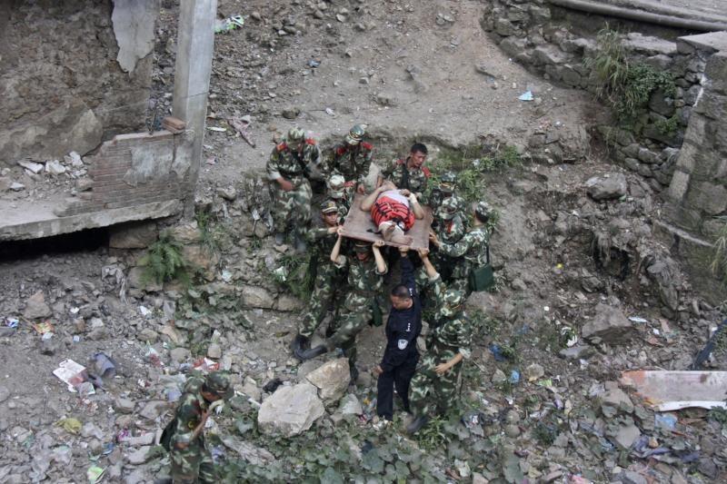 Žemės drebėjimų pietvakarių Kinijoje aukų padaugėjo iki 80