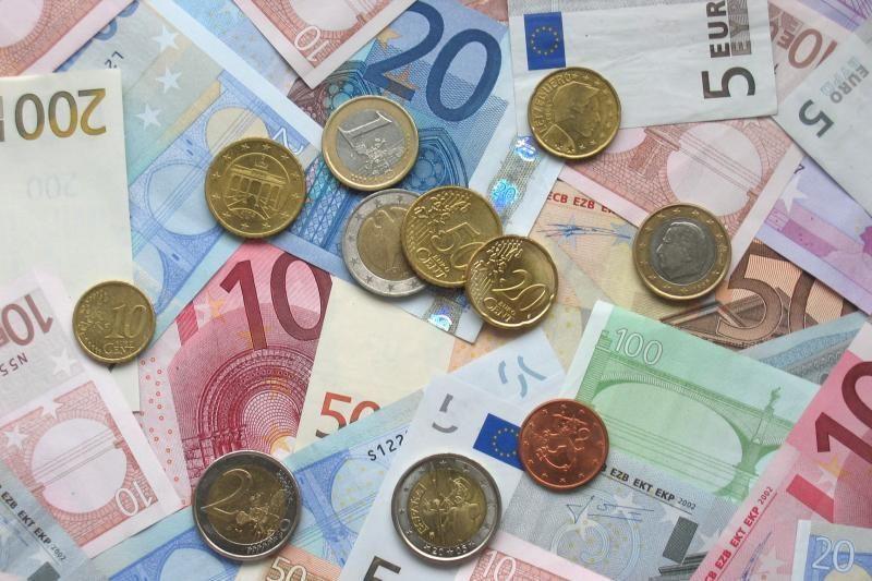 Graikijos įtaka eurui: kursas smunka JAV dolerio atžvilgiu