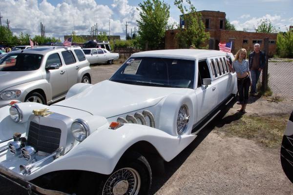 Amerikietiškus automobilius Palangoje apgulė smalsuoliai