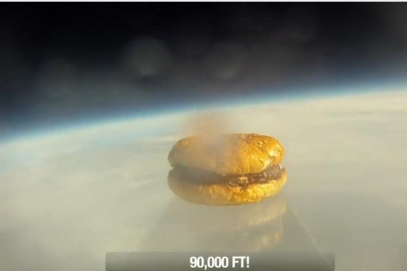 Harvardo studentai į kosmosą pasiuntė mėsainį