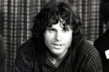 """""""The Doors"""" lyderiui J.Morrisonui panaikinti kaltinimai dėl nepadoraus elgesio"""