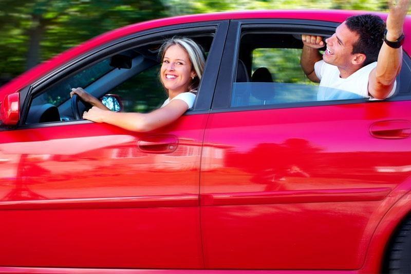 Kas dešimtą vairuotoją greitį viršyti skatina sutuoktinis