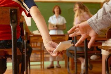 Mokiniai dažniau neklauso vyrų mokytojų