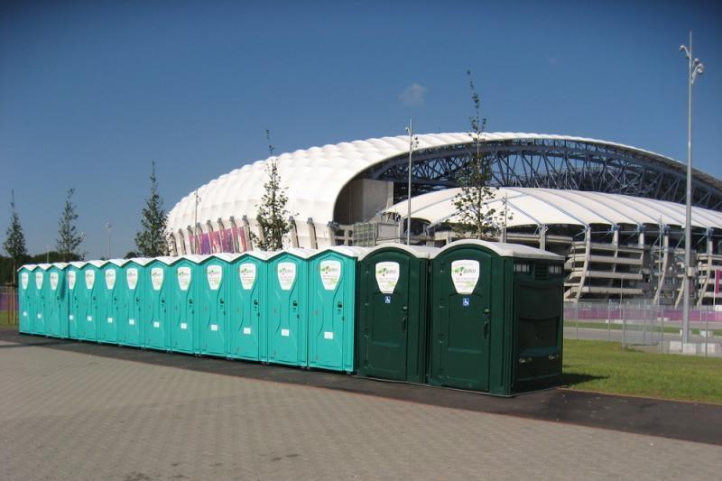 """Euro 2012"": cinamono kvapas tualetuose ir prognozes žeriantys kunigai"