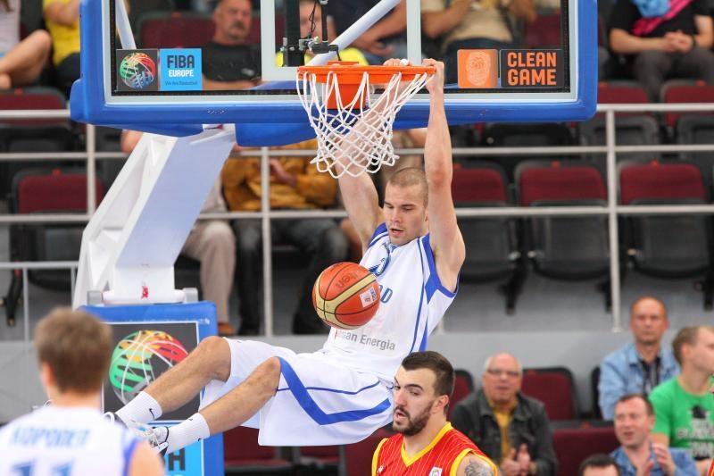 Organizatorių akibrokštu prasidėjusiose rungtynėse - suomių pergalė