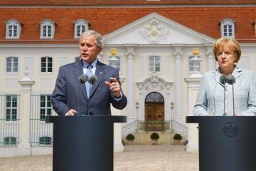 George'as W. Bushas: dėl Irako nesigailiu