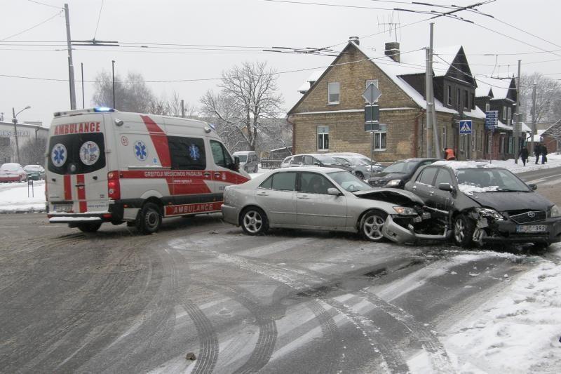 Rytą per avariją Vilniuje nukentėjo dvi moterys