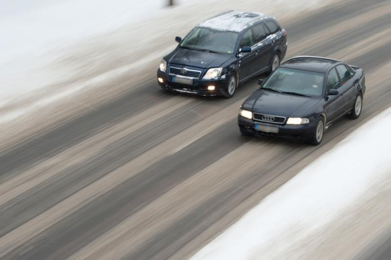 Kelininkai: Lietuvoje sninga, keliai – slidūs