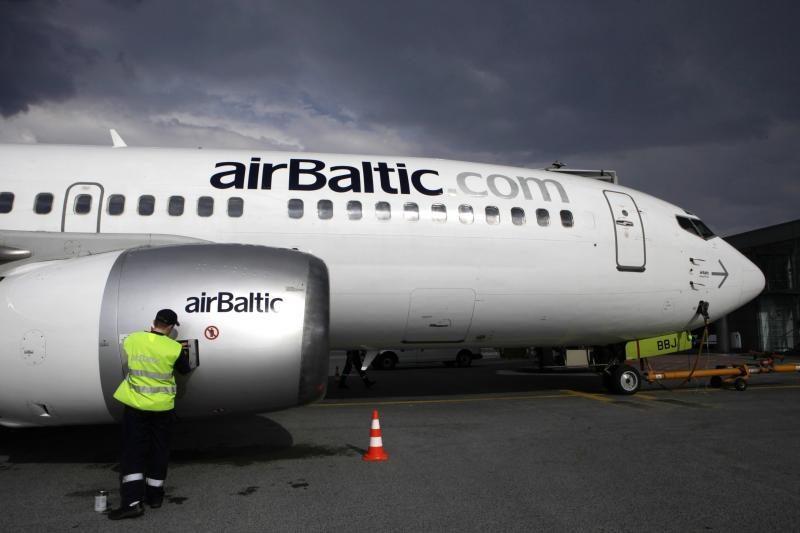 """Latvijos valdžia gelbėja """"airBaltic"""" nuo bankroto"""