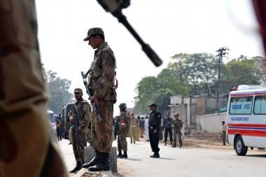Pakistane per sprogimą prie viešbučio žuvo 16 žmonių