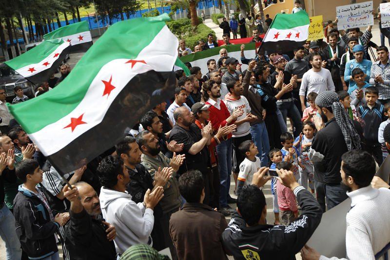 Sirijos pajėgos Hulos mieste nužudė 90 žmonių, iš jų 25 vaikus